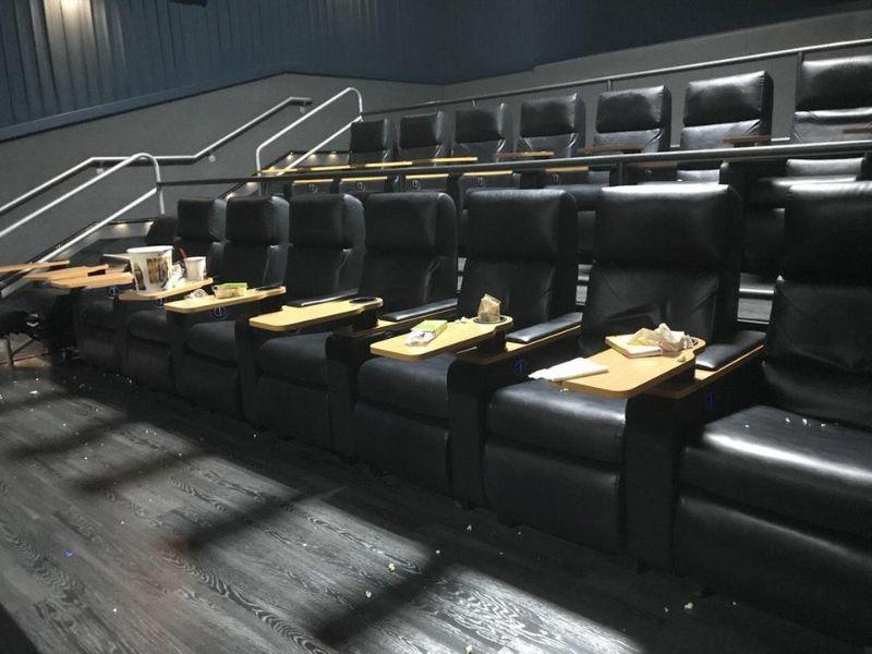 Залы кинотеатров после свинозрителей