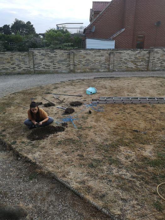 Житель Британии откопал в саду странную комнату