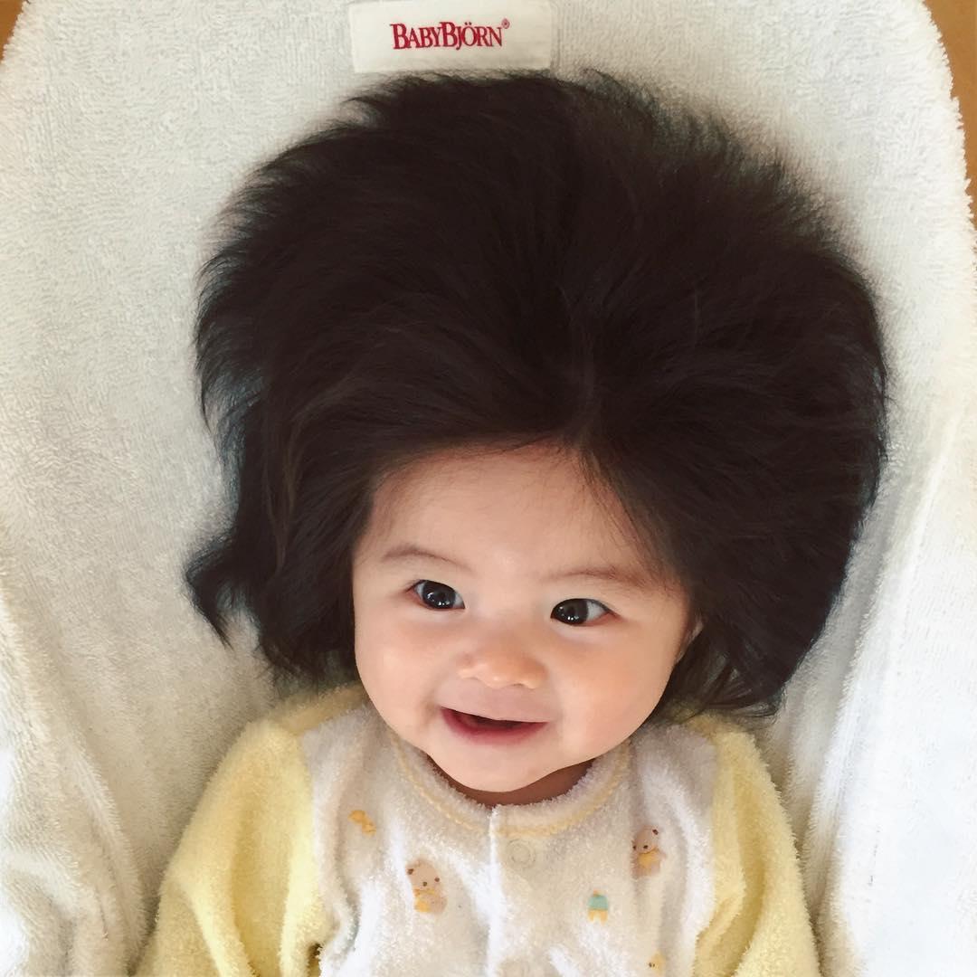 Маленькая японка с пышной шевелюрой