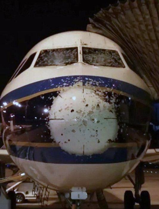 Повреждения авиалайнеров, которые нанесли силы природы и даже птицы
