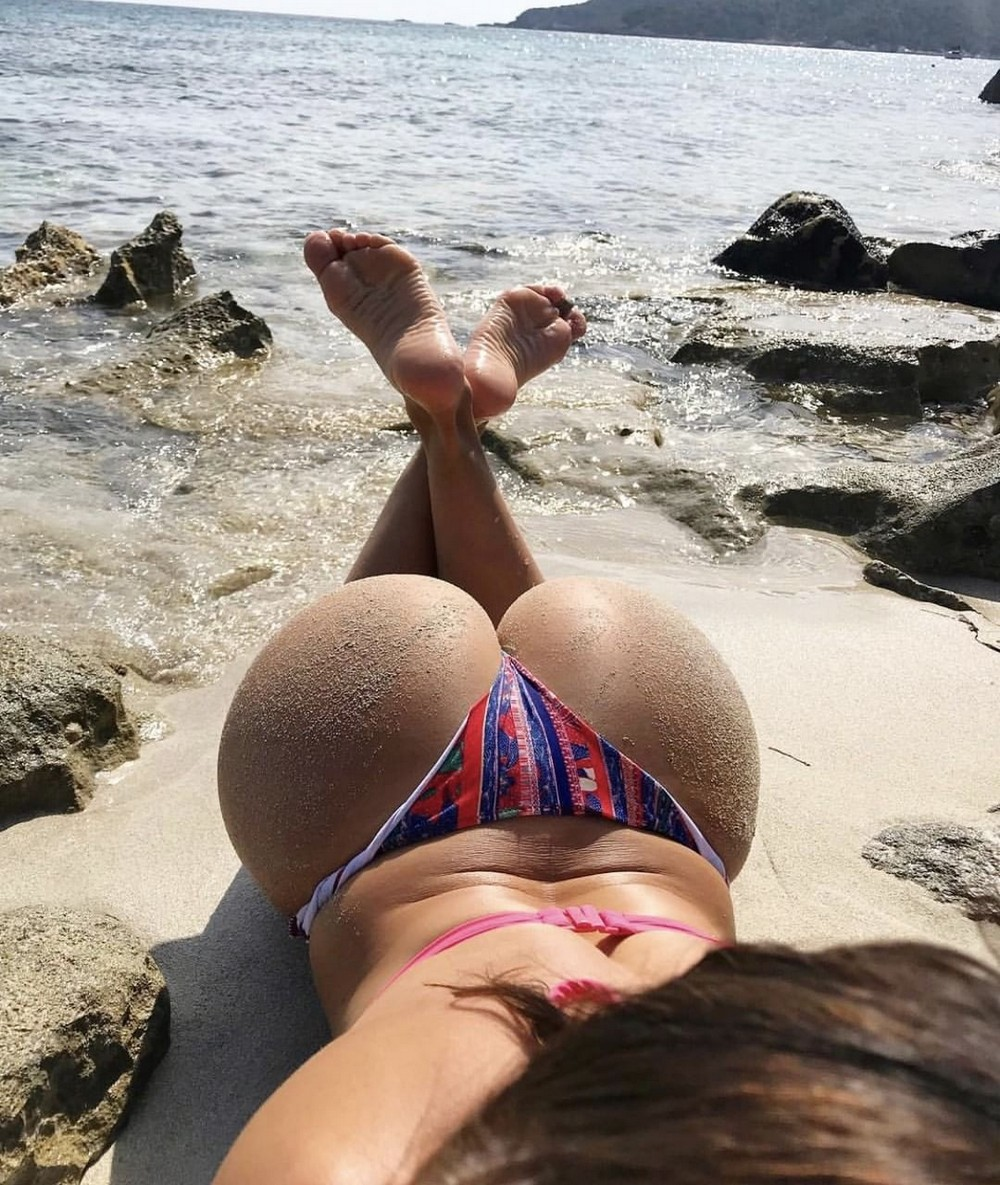 Красивые девушки и пляжный песочек