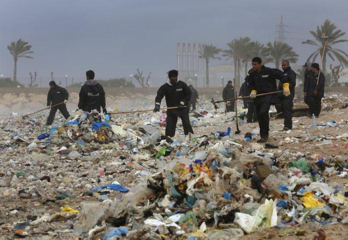 Пляжи Бейрута, заваленные мусором
