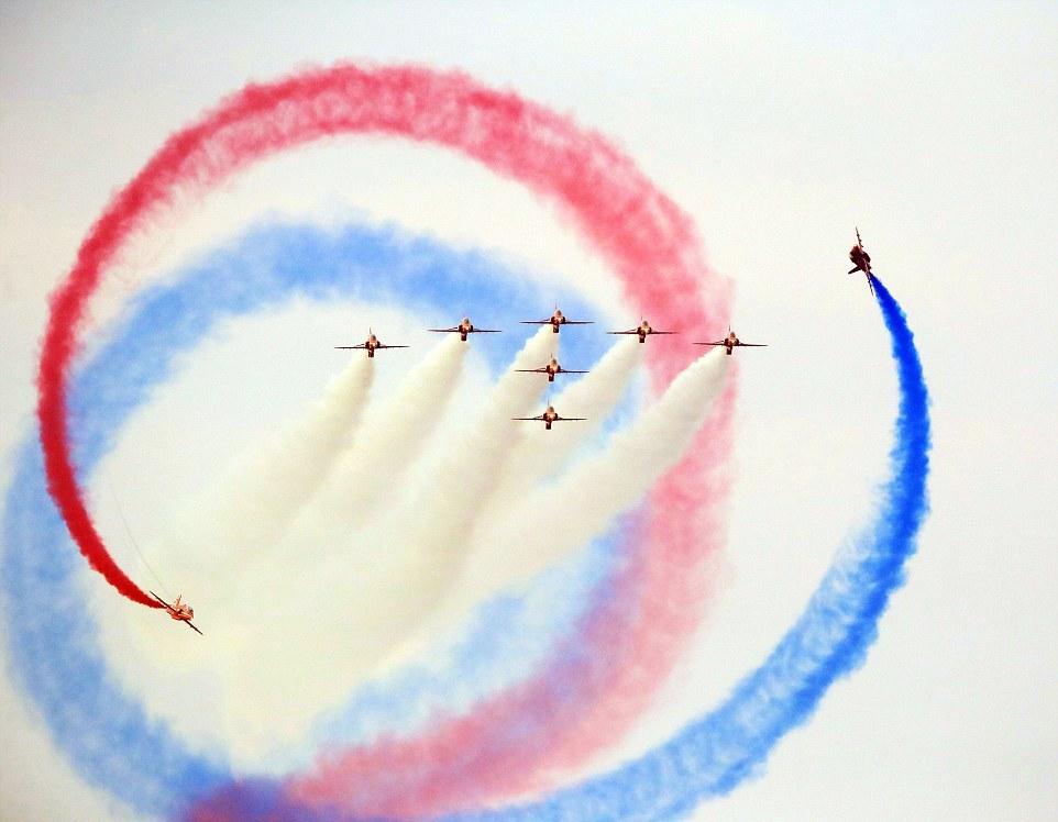Зрелищное авиашоу в Великобритании