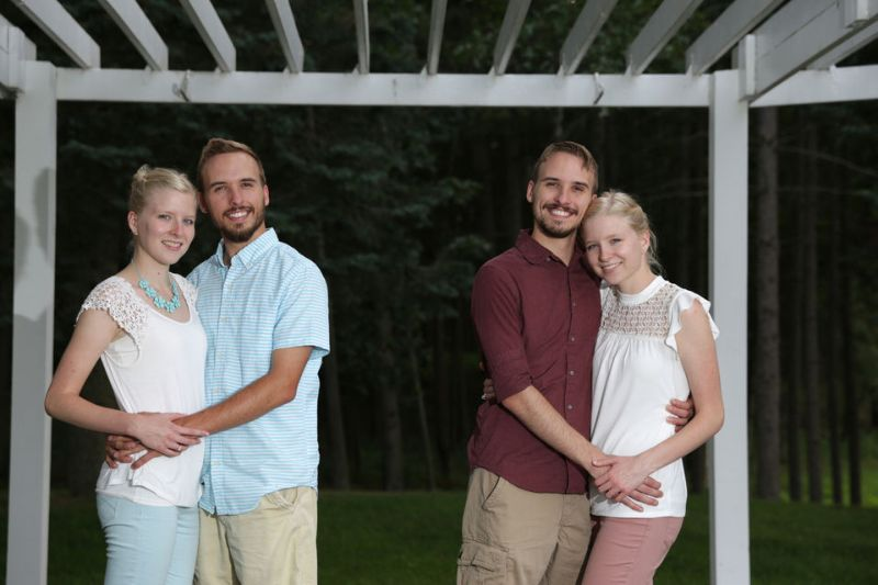 Братья-близнецы женятся на сестрах-близнецах