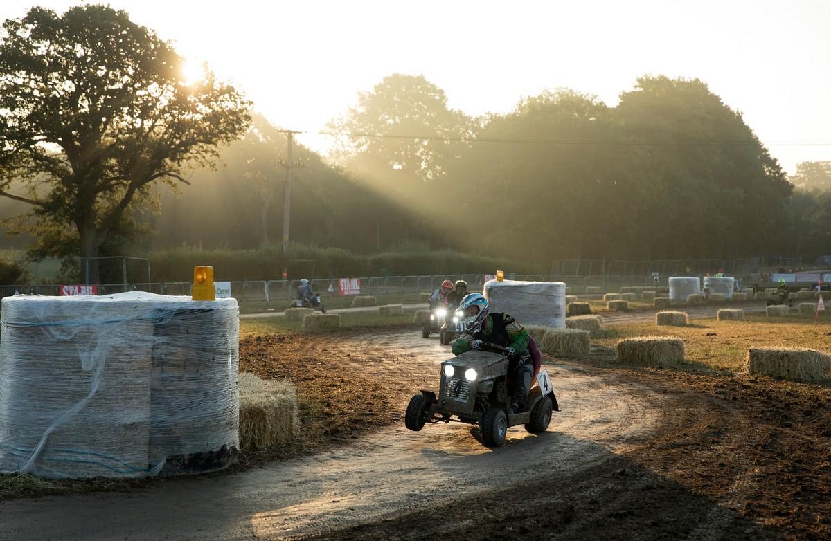12-часовые гонки на выносливость на газонокосилках