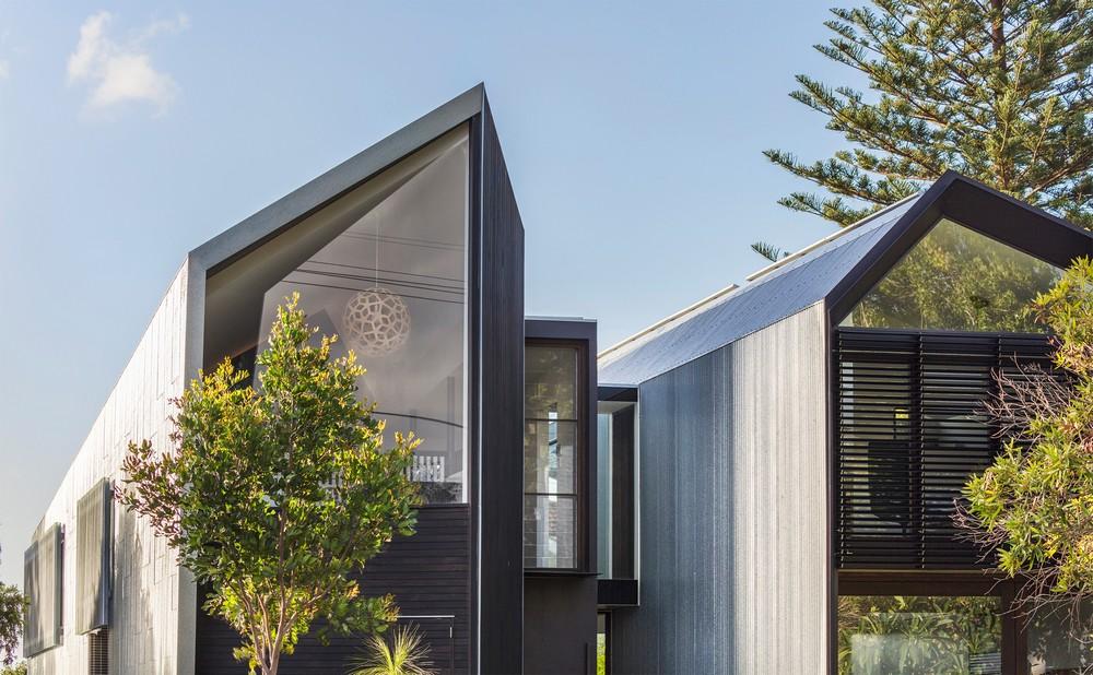 Двойной дом с ручьём в Австралии