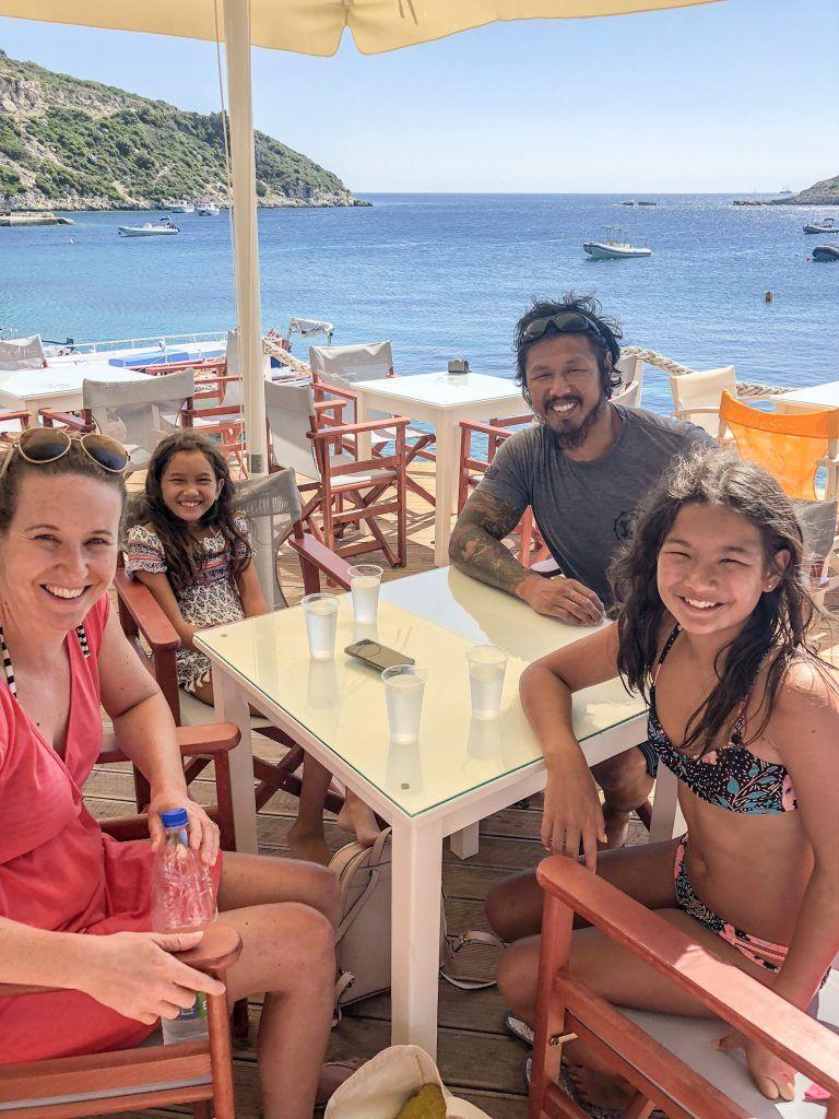 Супруги с детьми продали имущество и отправились путешествовать по миру