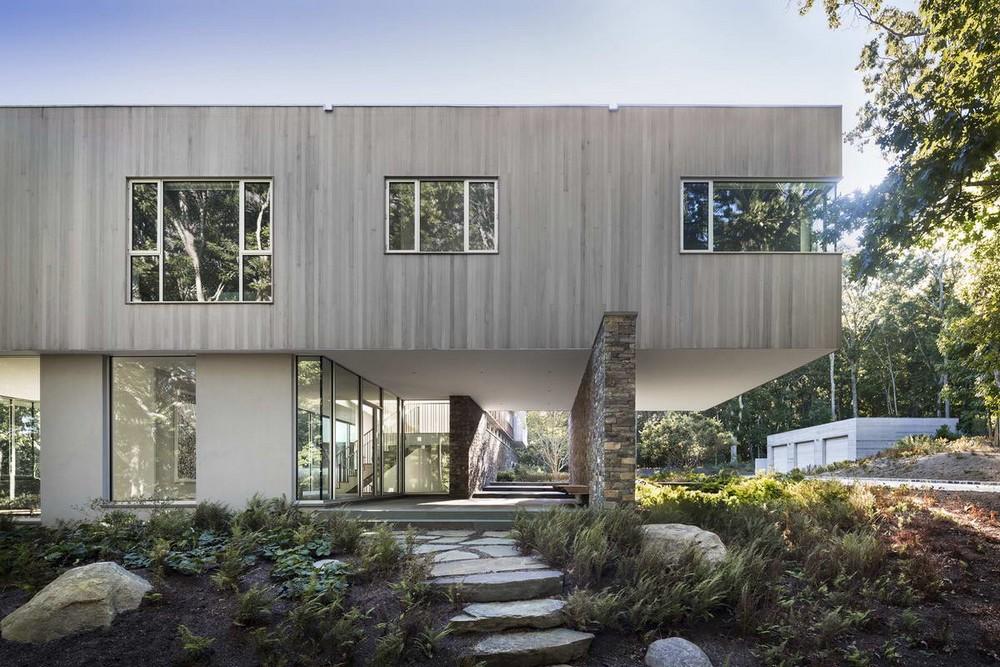 Современный дом на холме в США