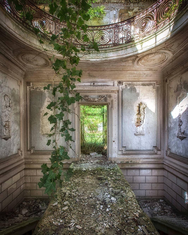 Заброшенные места Европы на снимках Келли Жан