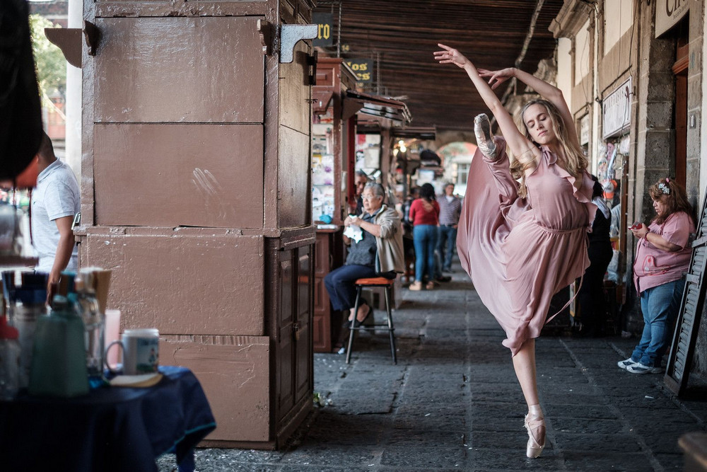 Танец в большом городе на снимках Омара З. Роблеса