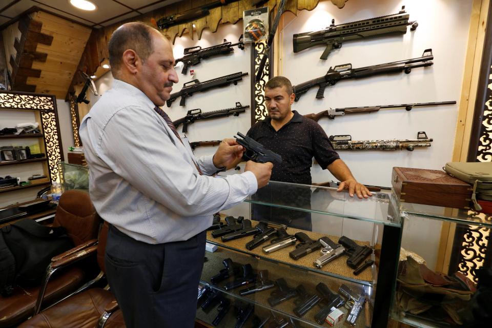 Легальный оружейный магазин в центре Багдада