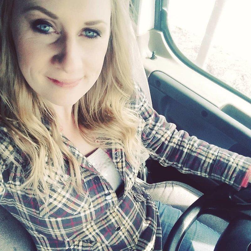 Красивые девушки, которые водят грузовики