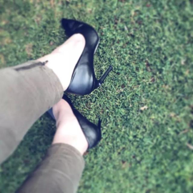 Сложности, с которыми сталкиваются девушки на каблуках
