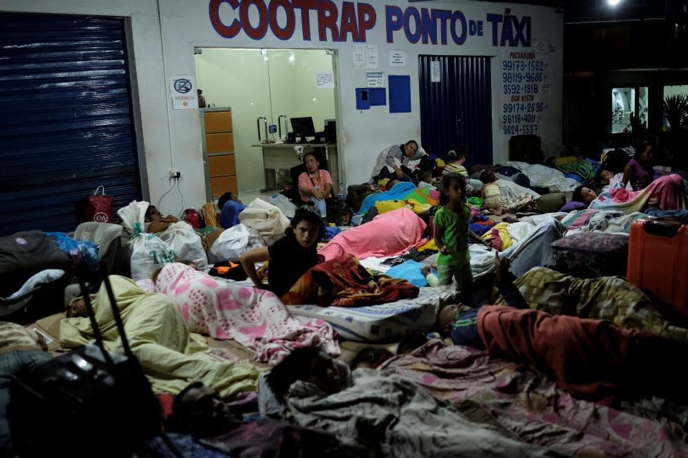 Жители Венесуэлы массово покидают страну