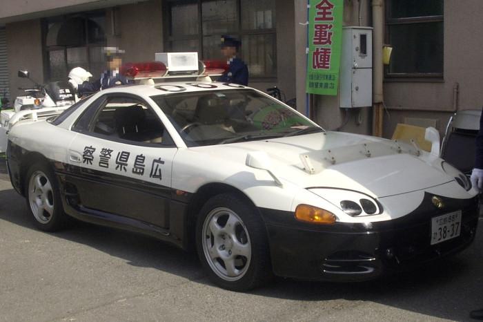 Крутые автомобили японских полицейских