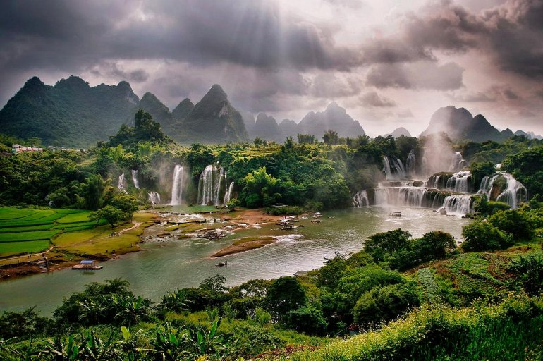 Водопад Дэтянь — азиатское чудо природы