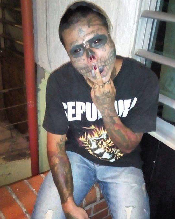 22-летний колумбиец с черепом вместо лица