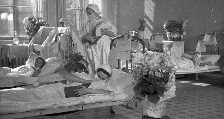 Как проходили роды за последние 100 лет
