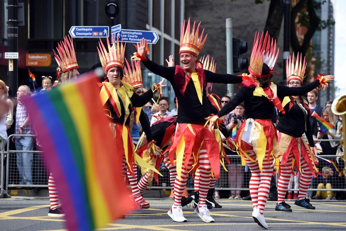 Шествие клоунов: гей-парад в Манчестере