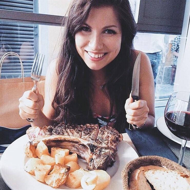 Красивые девушки и вкусное мясо