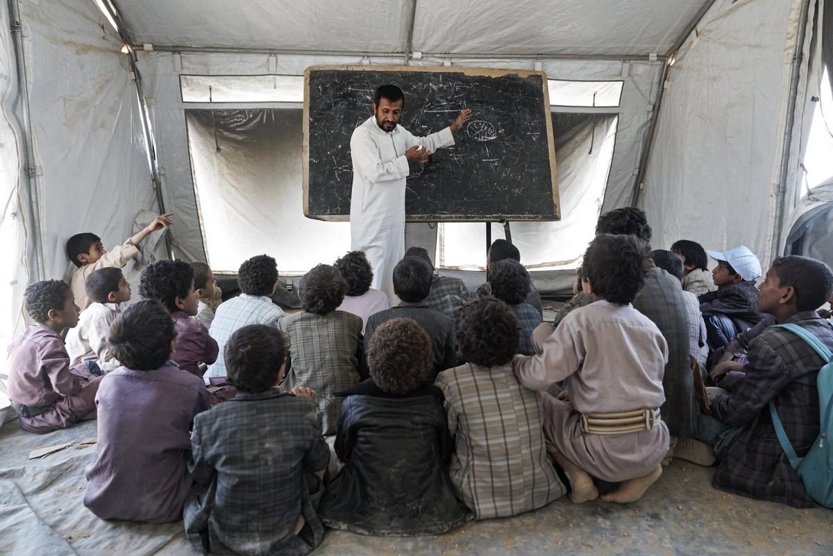 Детишки разных стран идут в школу