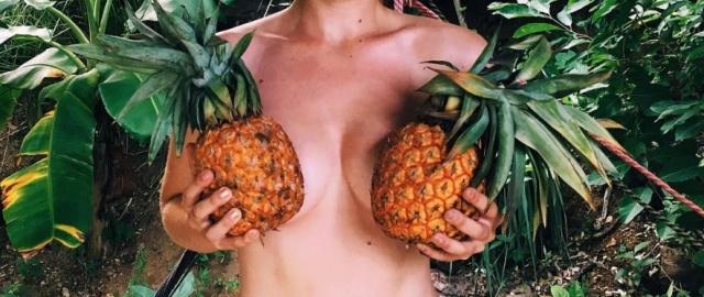Ананасовая грудь - новый тренд в Instagram