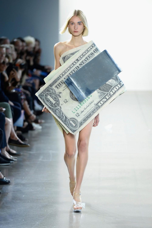 Долларовые купюры нынче в моде