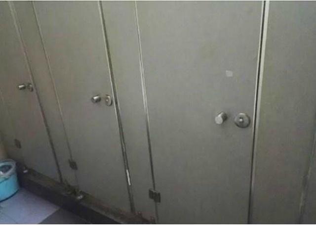 Приватность в китайском туалете