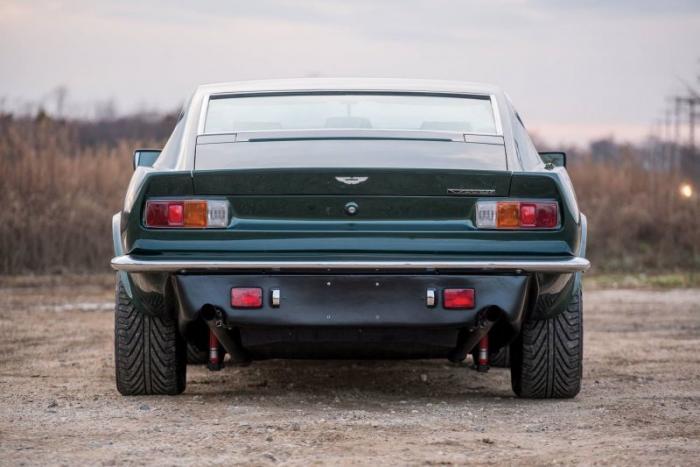 Aston Martin V8 Vantage X-Pack - маслкар по английскому рецепту
