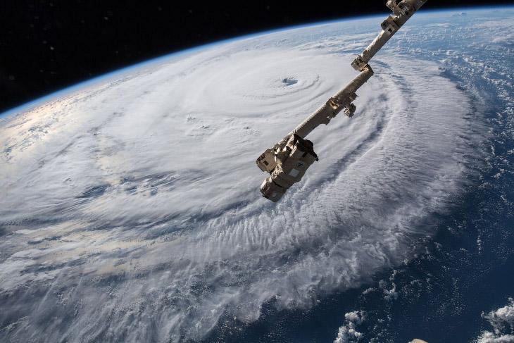 Как выглядит ураган Флоренс из космоса