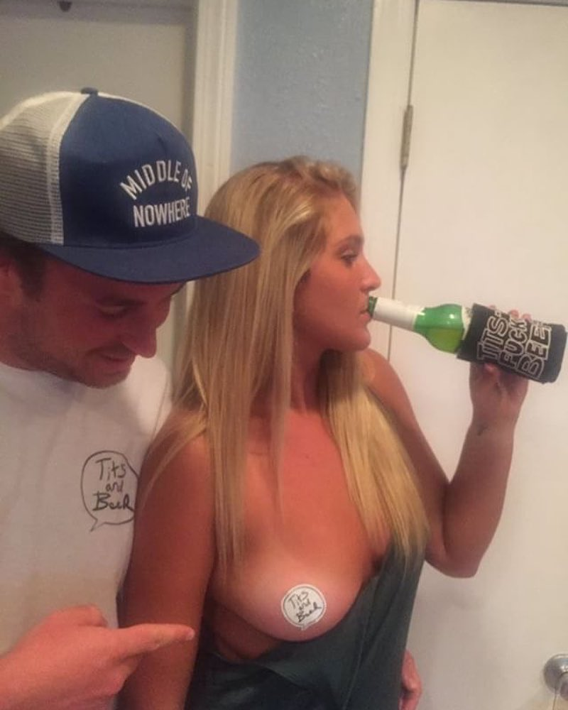 Красивые девушки и пиво