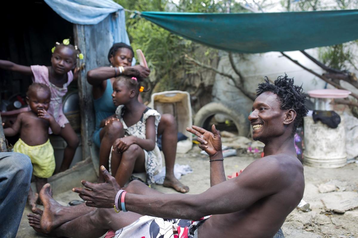 Жизнь на крупнейшей мусорной свалке Гаити