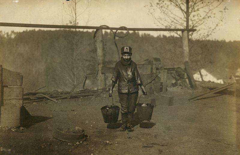 Как дети работали на производстве 100 лет назад