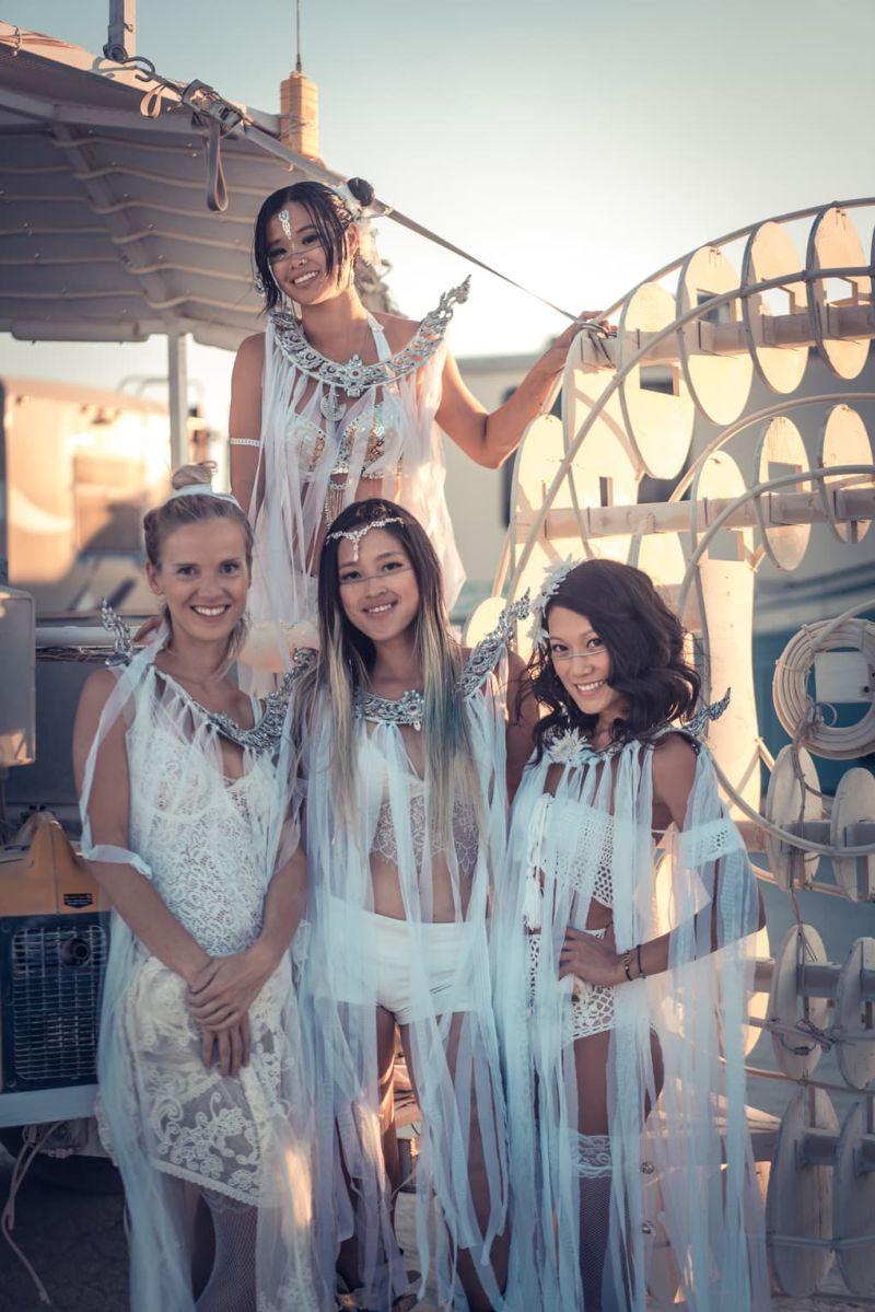 Свадьба с межгалактическими богами на фестивале Burning Man