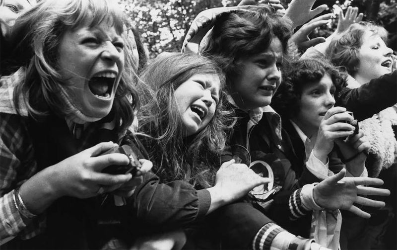 Девичья истерия на концертах рок-идолов 60-70 годов