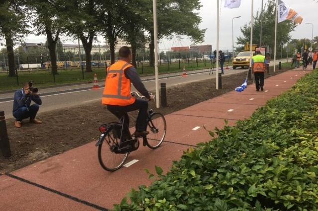 Велодорожка из пластиковых отходов в Нидерландах
