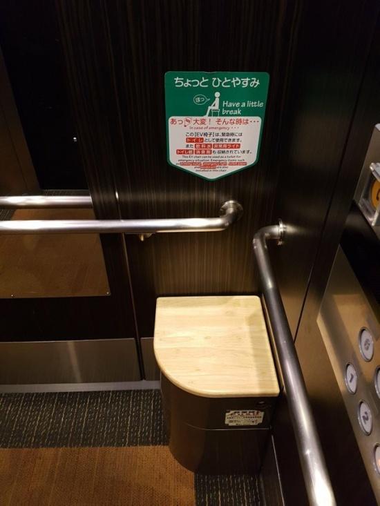 Для чего в лифтах в Японии нужен такой стул?