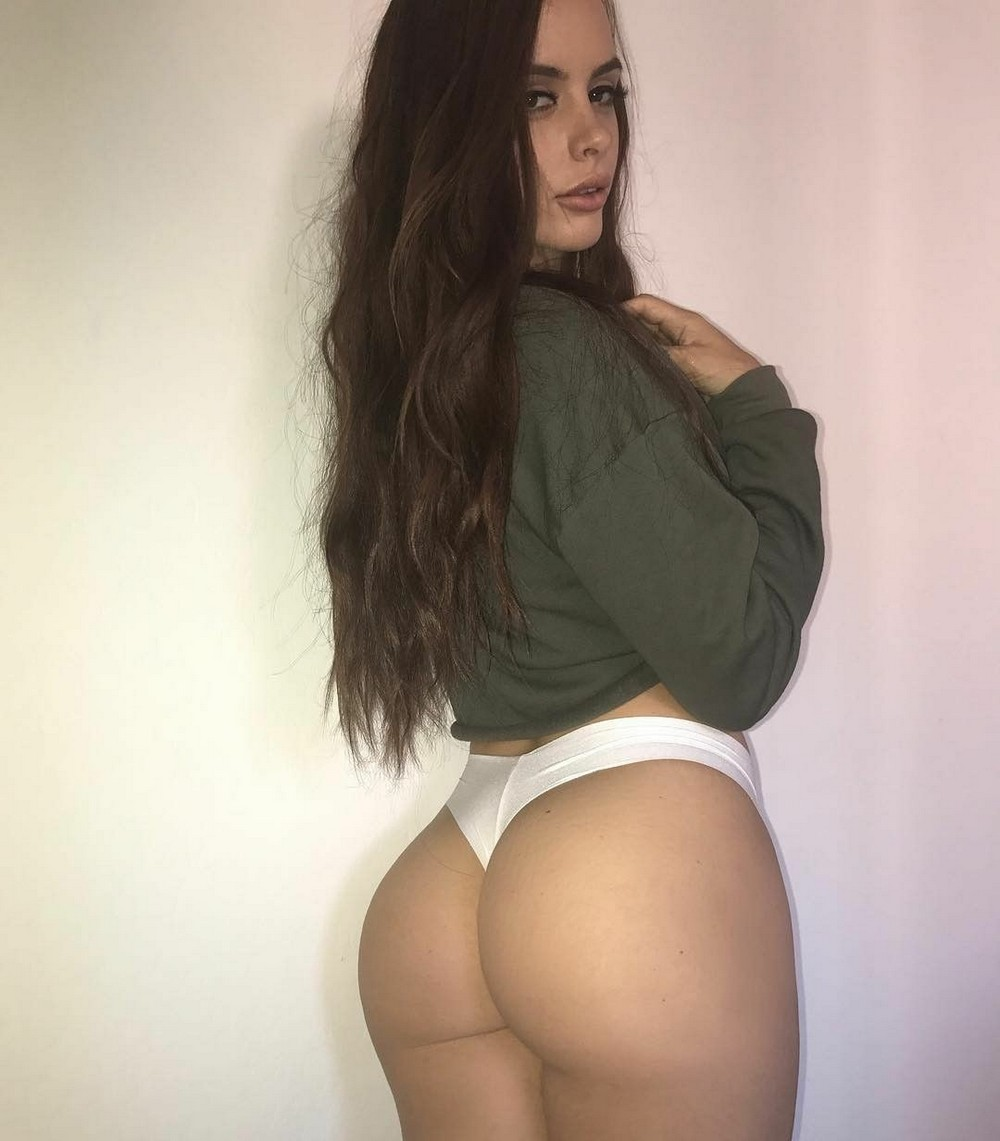 Красивые девушки в свитерах и кофтах