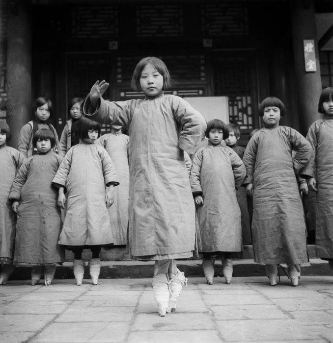 Откуда пошел обычай бинтования ног в Китае
