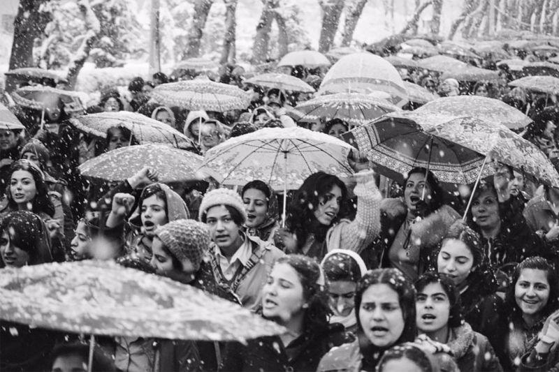 Иранские женщины протестуют против хиджабов в марте 1979 года