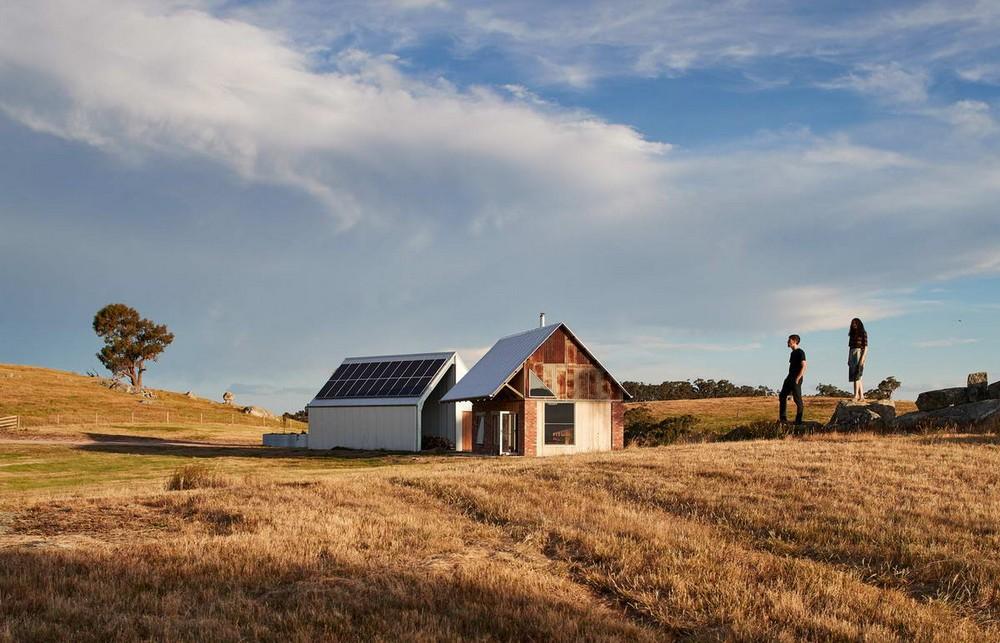 Миниатюрный домик и сарай в Австралии
