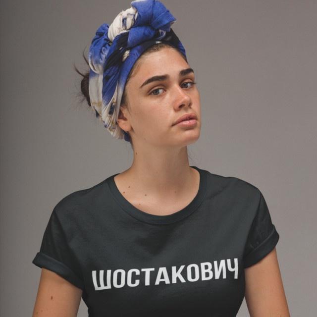 Тренд на одежду с надписями на кириллице