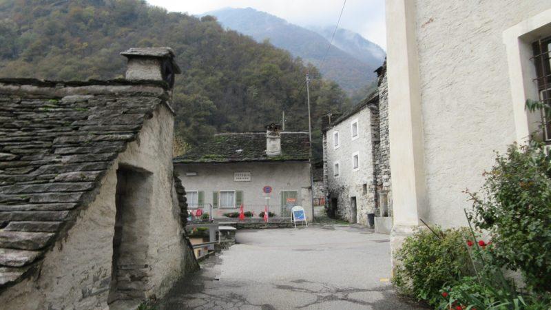 Целая деревня может стать отелем в Швейцарии