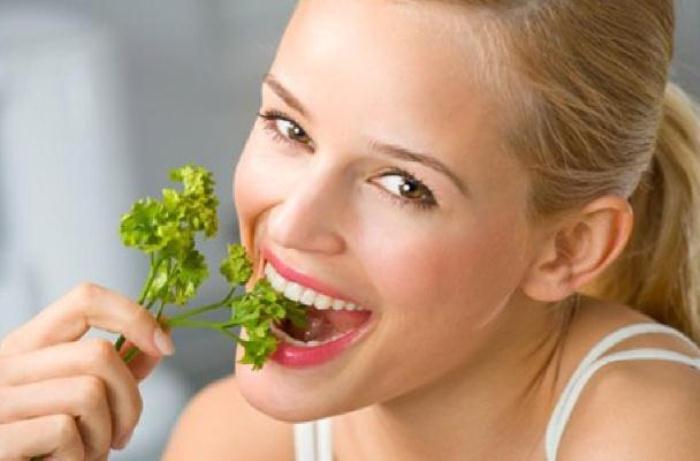 Что поможет избавиться от запаха чеснока