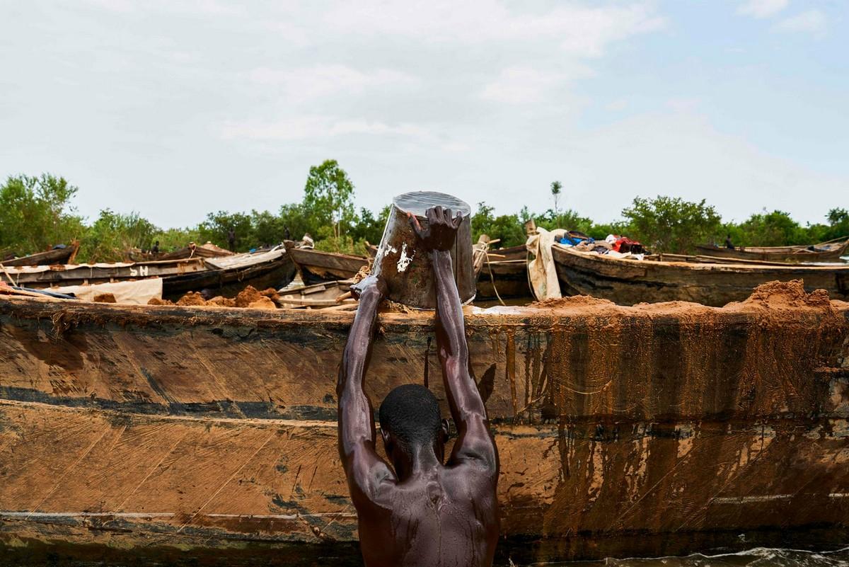 Добыча речного песка в Мали