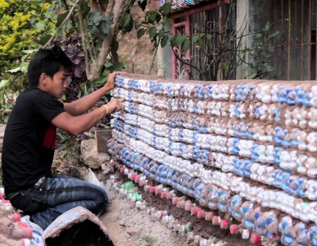 Необычный метод борьбы с пластиковыми отходами