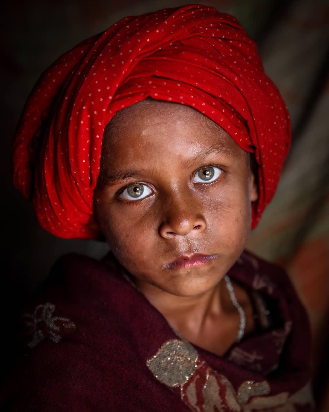 Выразительные портреты детей от Моу Айши