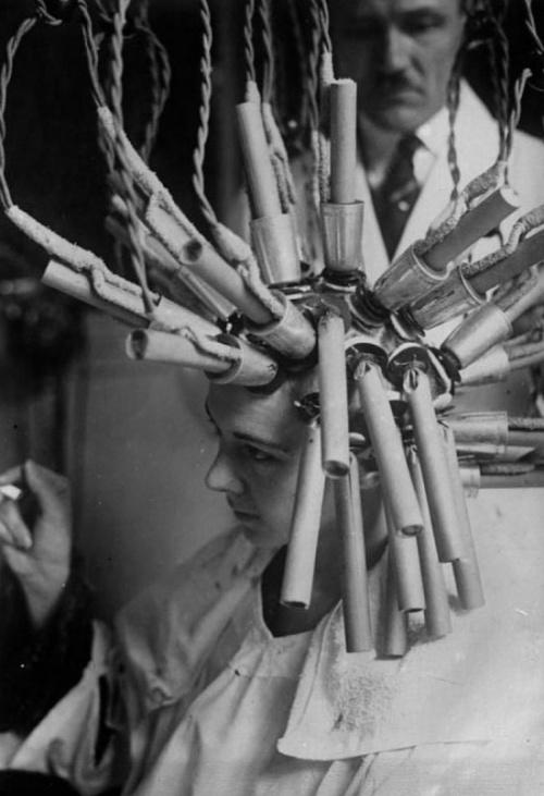 Необычные устройства и гаджеты для женщин из прошлого