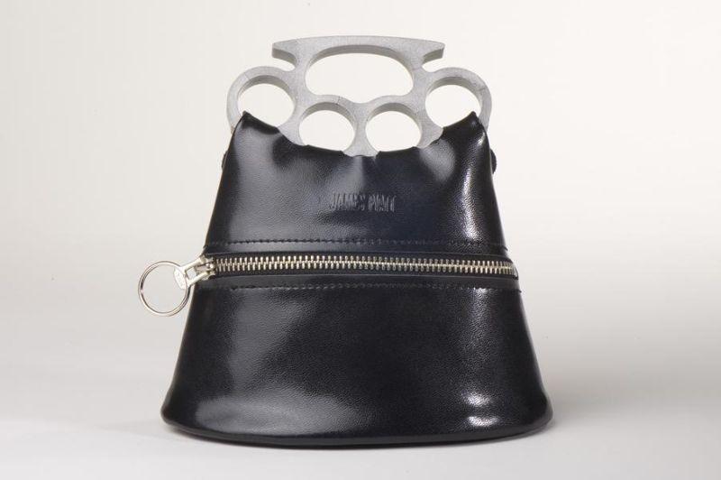 Дамы смогут постоять за себя с сумочкой-кастетом