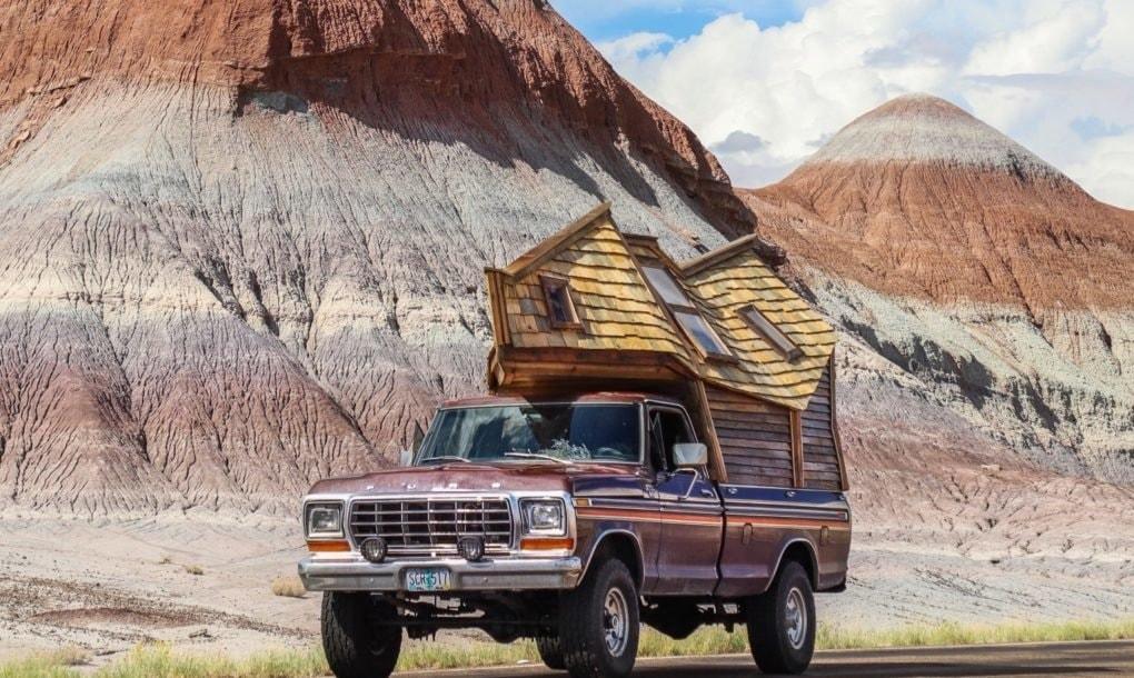 Американец переделал старый пикап в дом на колесах